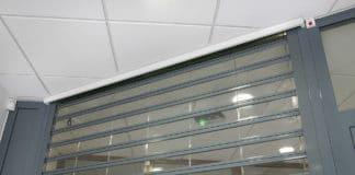 rideau métallique polycarbonate transparent